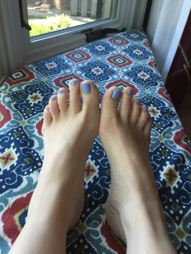 bluetoenails